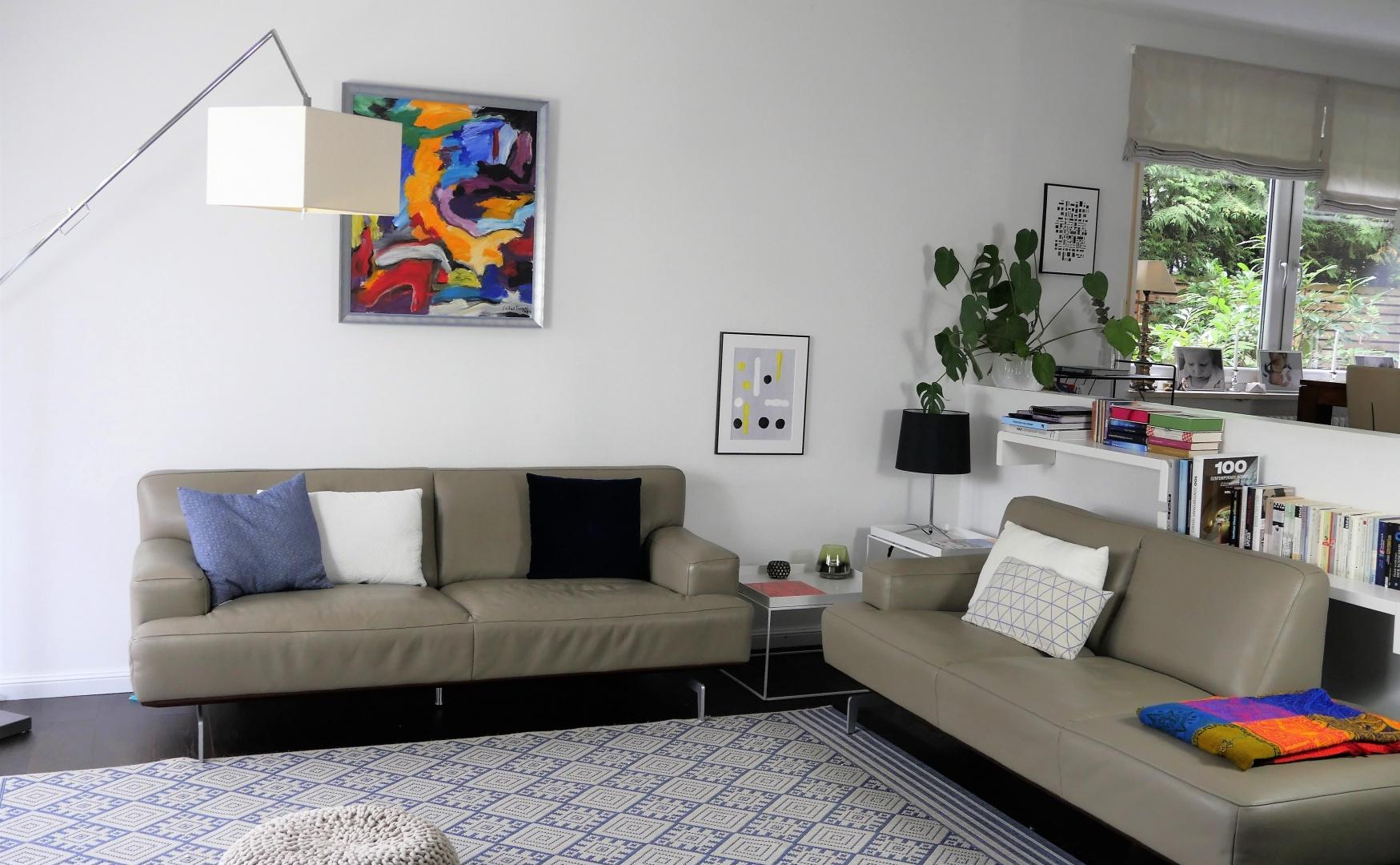 Das Einzige Was Von Anfang An Da War, Ist Das Abstrakte Leinwandbild über  Der Couch. Und Dieses Hat Auch Eine Eigene Geschichte!