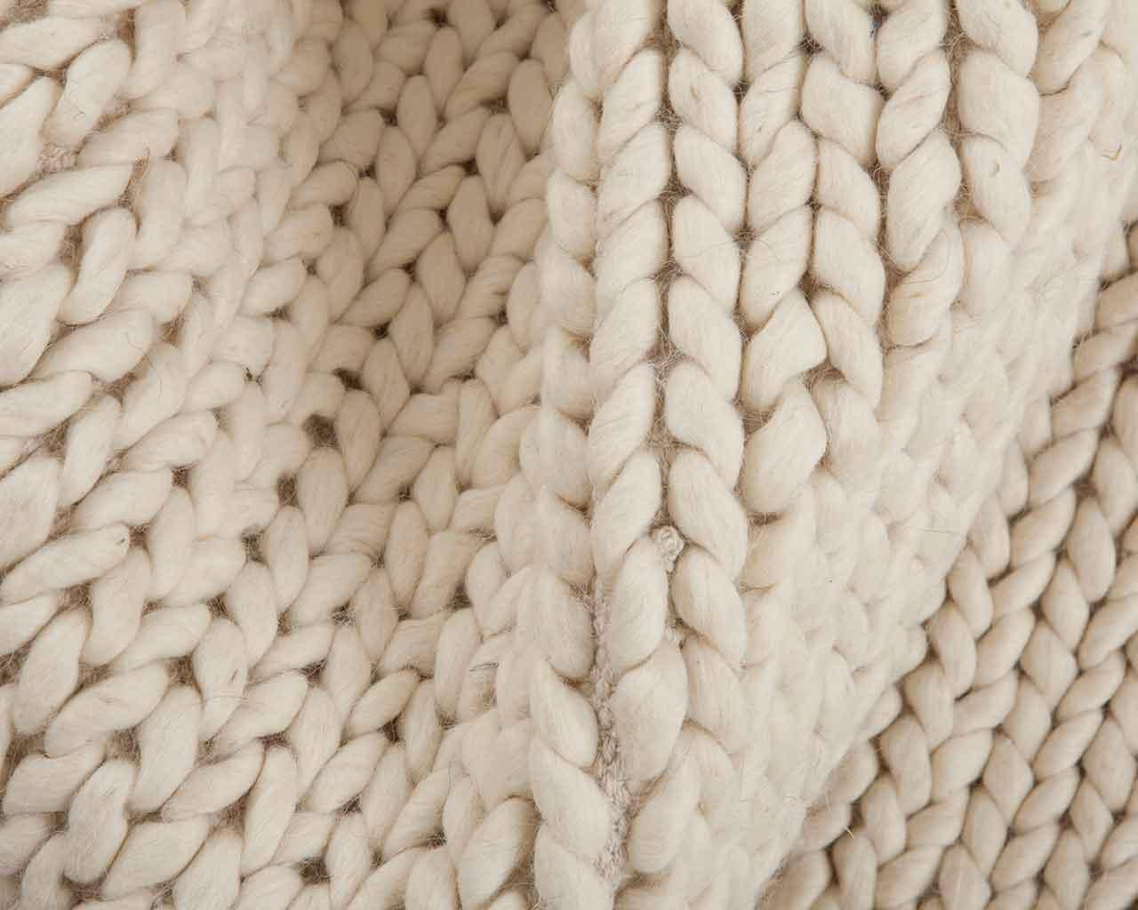 xxl-Maschen. Geflochtene Teppiche aus Wolle.